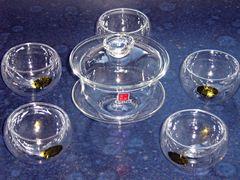 Glasgaiwan und Glasschalen