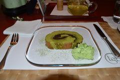 Matcha Kuchen, mit Yokan Paste gefüllt