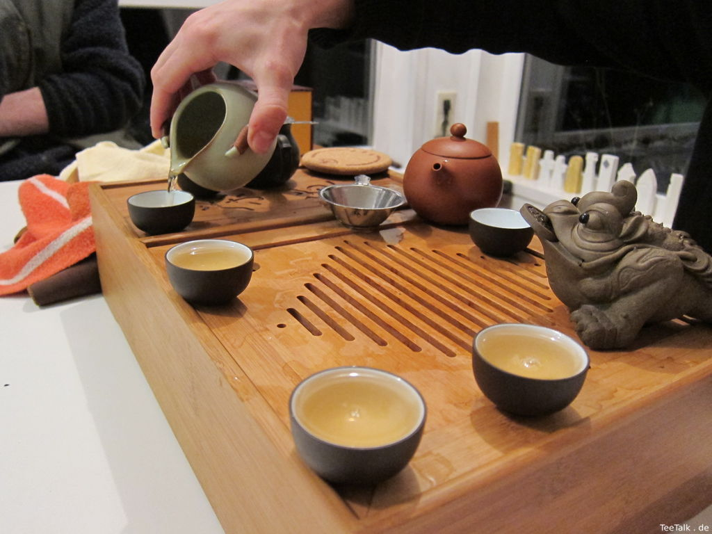 Teetisch und Gong Fu Cha