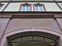 Inschrift bei Schloss