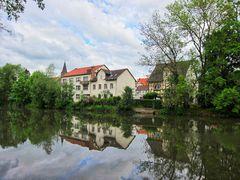 Die Fuda und Uferseite mit Häusern bei Rotenburg an der Fulda