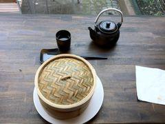 Gefäß, Stäbchen, Becher und Teekanne