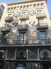 Chinesische Haus mit Schirmen in Barcelona