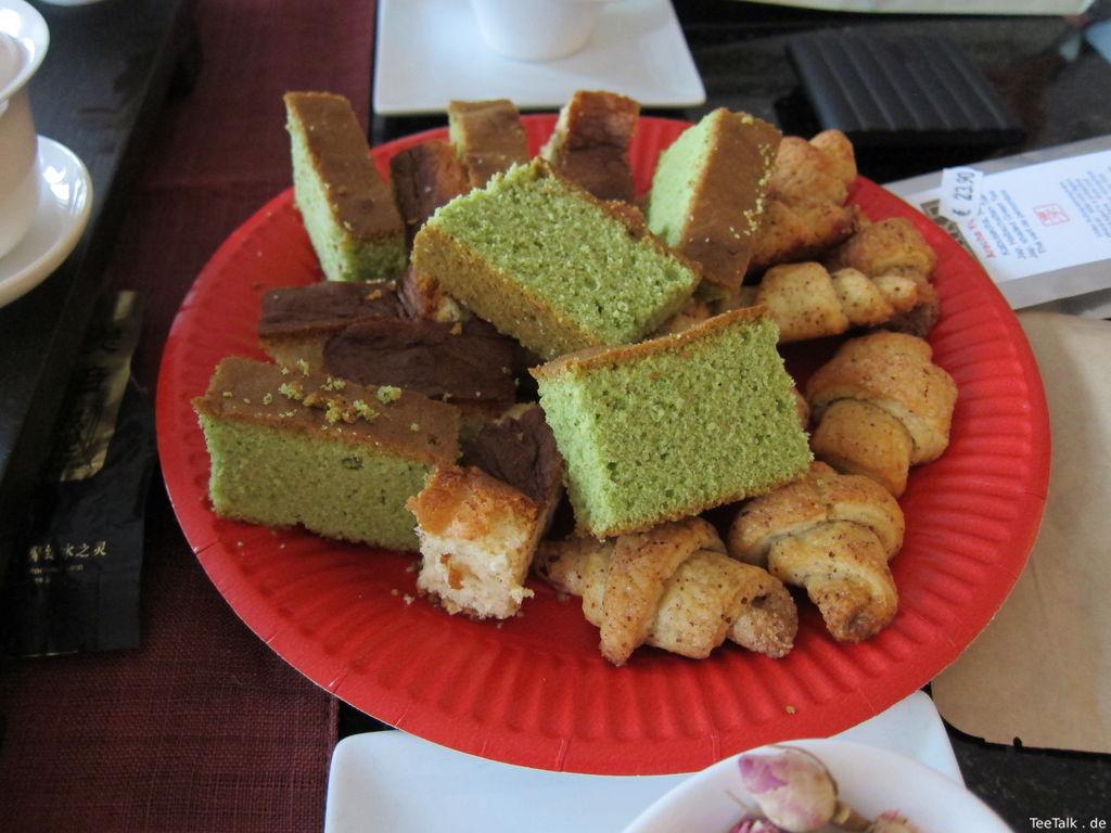Matcha-Kuchen und weiter Gebäck