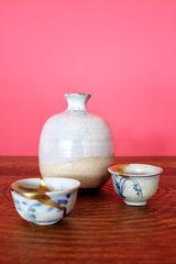 Shoki/Ko-Imari Sake Cups & Hagi Tokkuri (Imari-Porzellan)