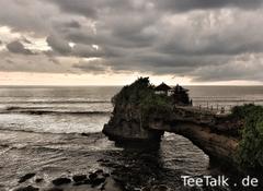Pura batu bolong, Bali.