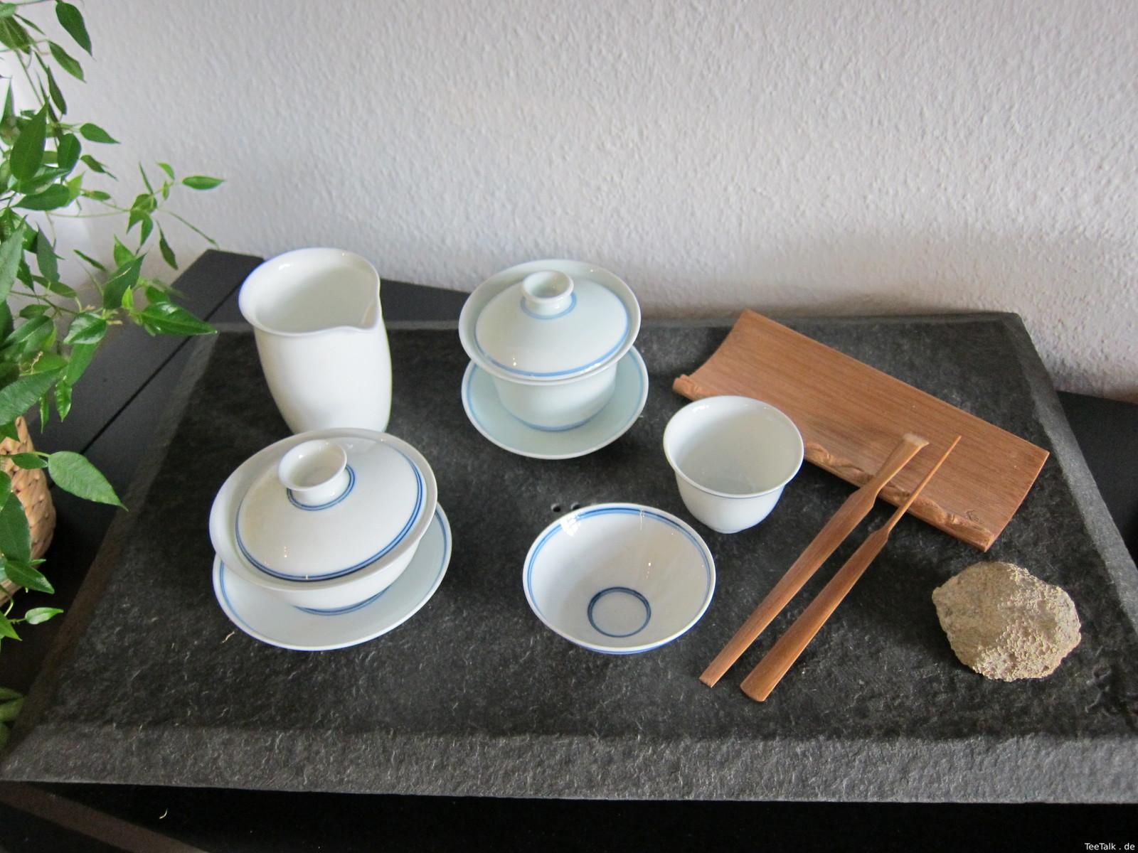 Teetisch und Teeutensilien