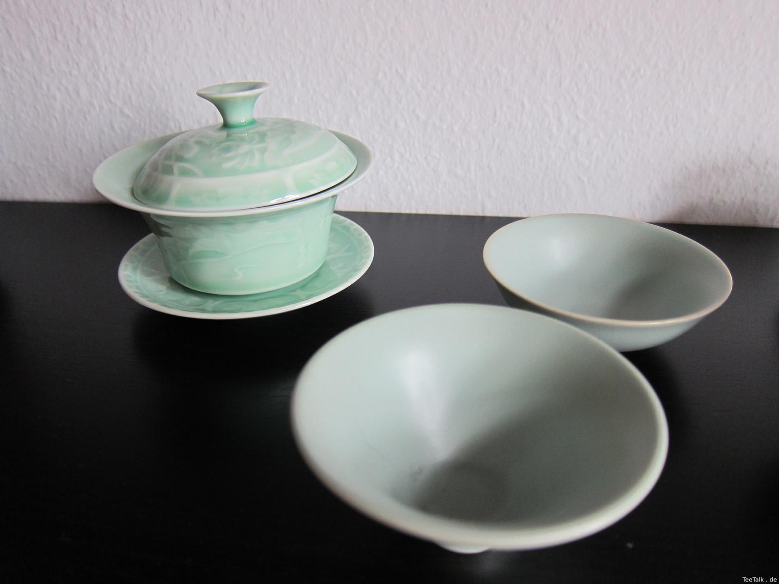 Verzierter Gaiwan und Teeschalen