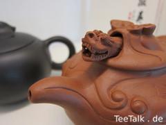 Teekanne mit Drachenkopf