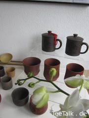 Teetassen und Teegefäße