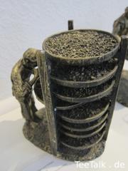 Teefigur - Trocknen und Kühlen der Teeblätter