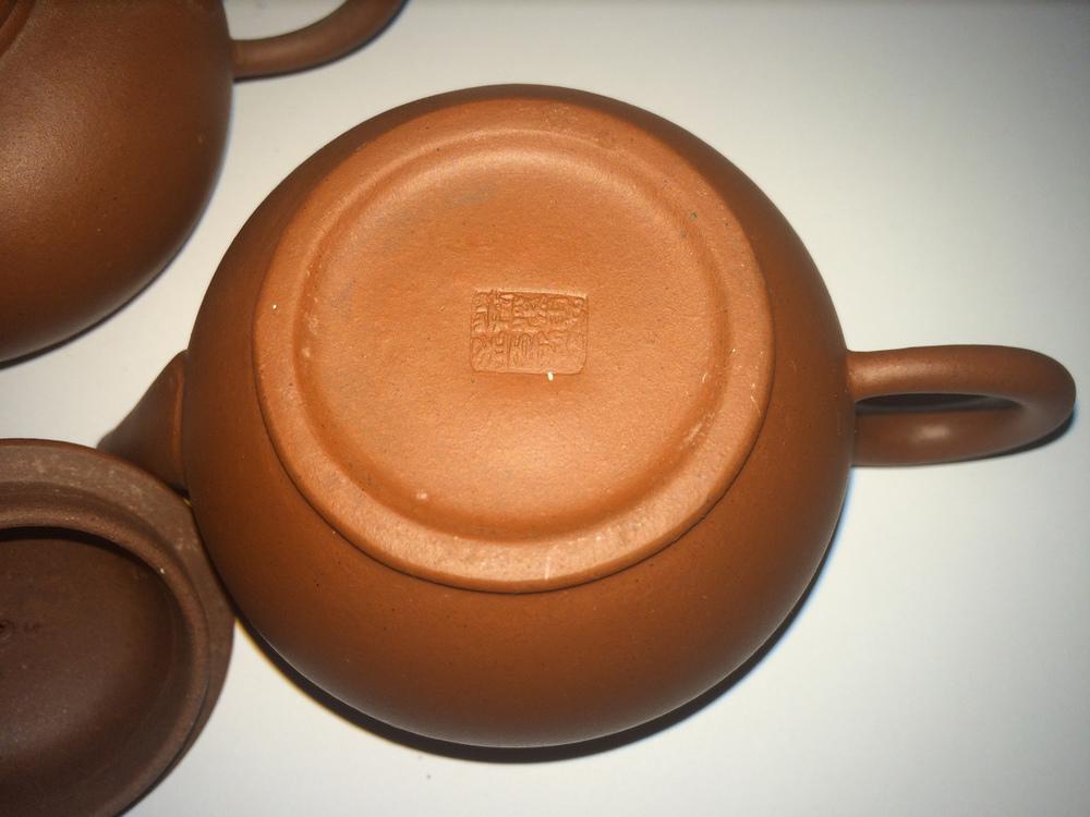 Teekanne klein Innschrift Boden.JPG