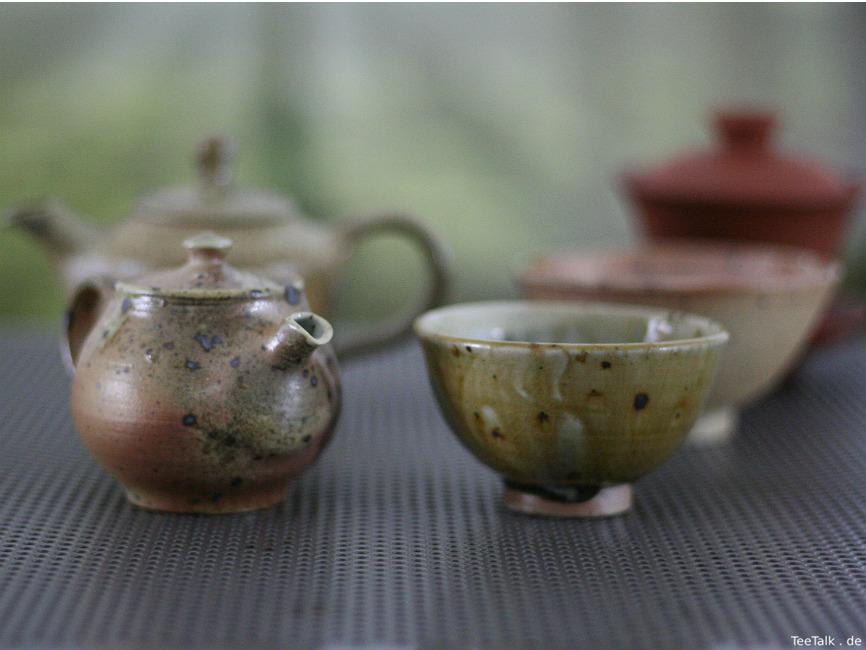 Teekännchen um 110 ml mit passender Teeschale - Holzbrandkeramik