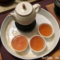 Seitenansicht Teekeramik aus Europa