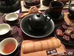 Schwarzes Steinzeug und Schokolade