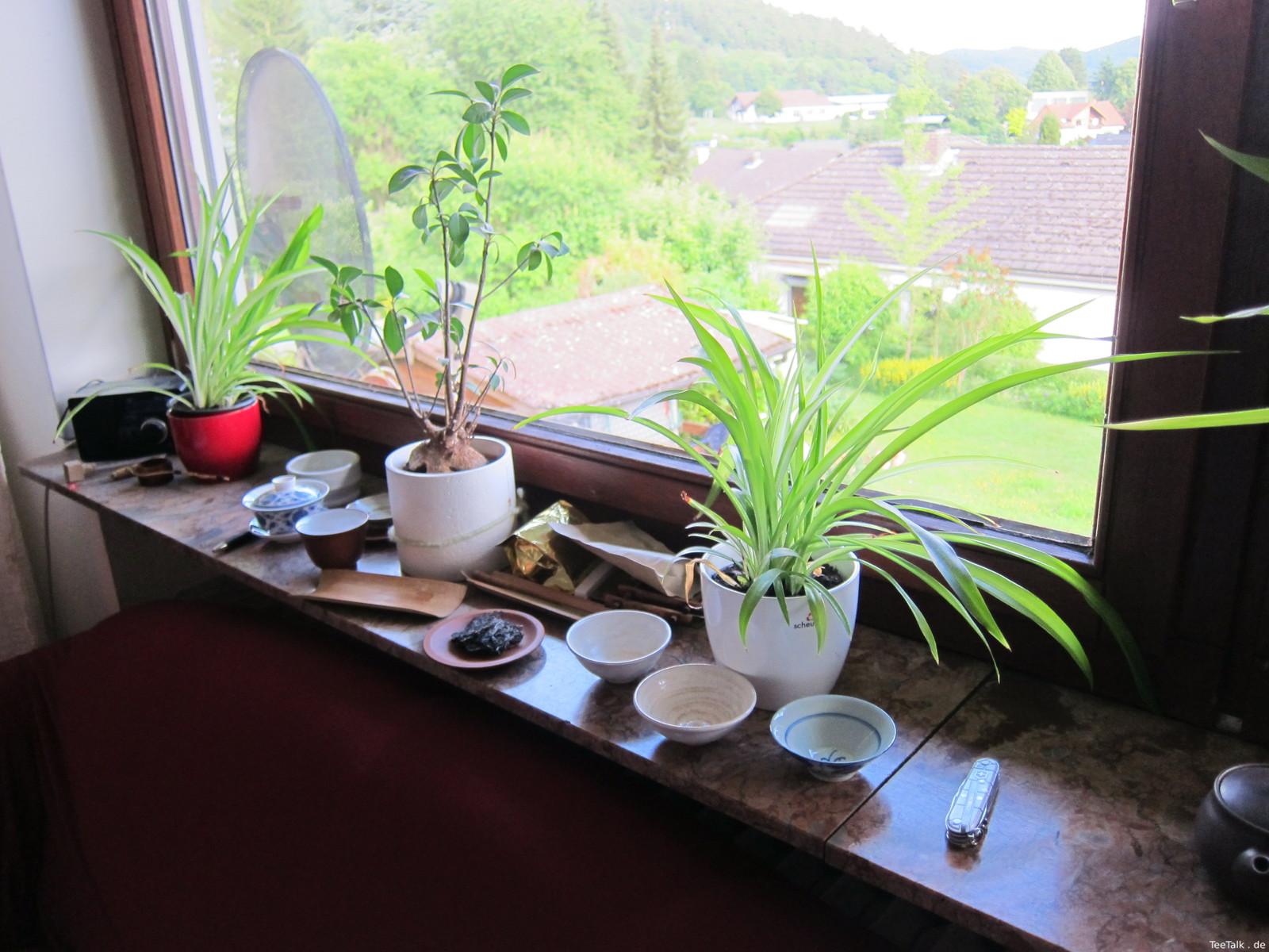 Teeutensilien als Fensterdekos auf der Teezui 4