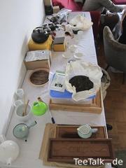 Tisch mit Teeutensilien zur Teezui 4