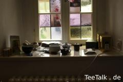Stilleben mit Teekram