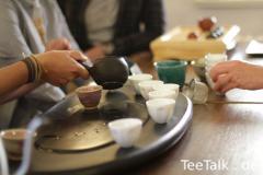 Der Grüntee-Tisch im Einsatz