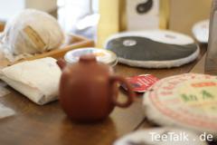 Sheng-Tisch mit Hagebuttentee von Yu
