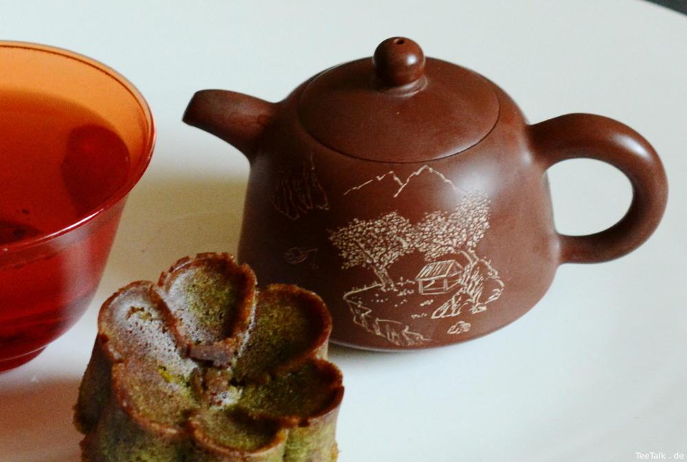 Gong fu Cha mit Sheng und Matcha-Marmor-Kuchen
